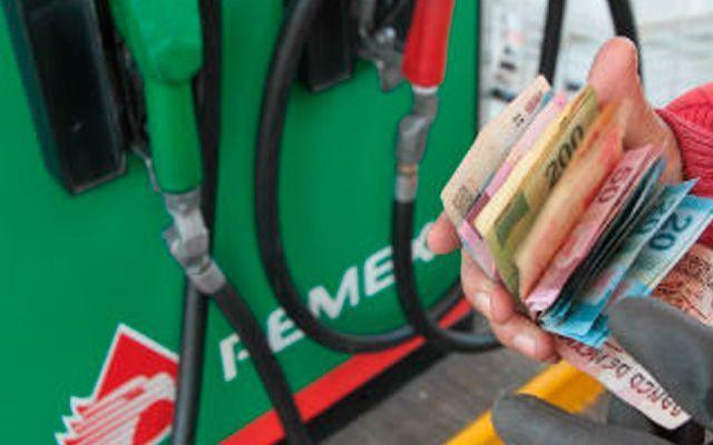 Magna y Premium bajarán un centavo este martes - Foto de archivo