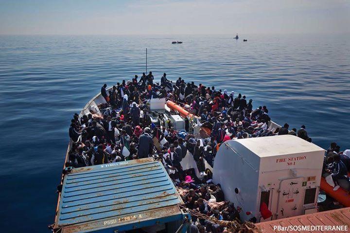 Rescatan a más de tres mil inmigrantes en el Canal de Sicilia - Foto de @SOSMedItalia