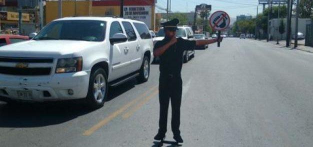 Colocan 89 oficiales de tránsito de cartón en San Pedro Garza García - Foto de Multimedios
