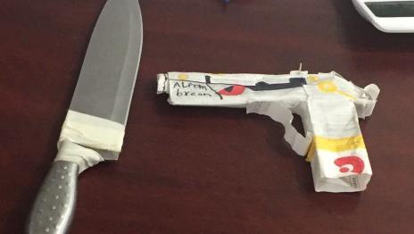 Alumno intenta atacar a maestra con cuchillo en Monterrey