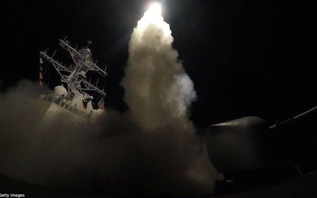 La improvisada sala de guerra de Trump en Mar-a-Lago - USS Porter