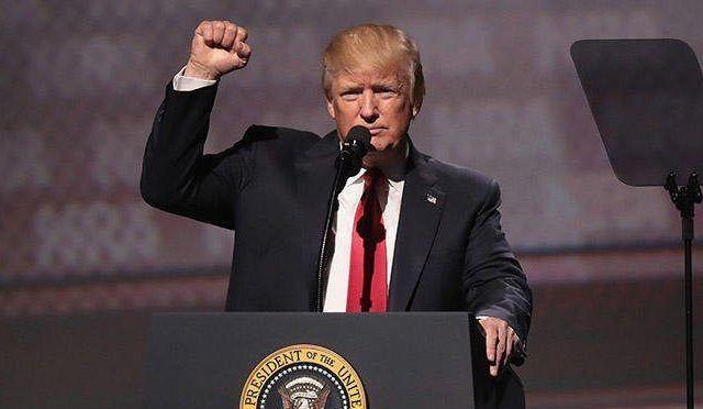 Trump planea orden para que iglesias participen en la política - Trump habría violado una ley que le prohibe recibir beneficios o títulos del extranjero como presidente. Foto de Internet