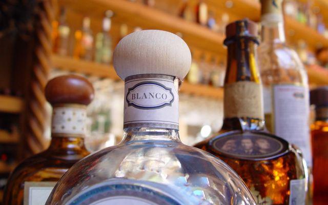 Decomisaron 1.2 millones de litros de tequila ilegal en 2016 - Foto de Internet