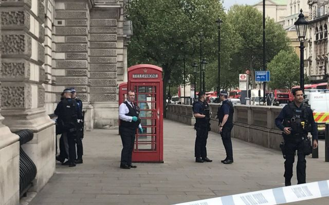 Capturan a un hombre armado cerca del Parlamento británico - Foto de Internet