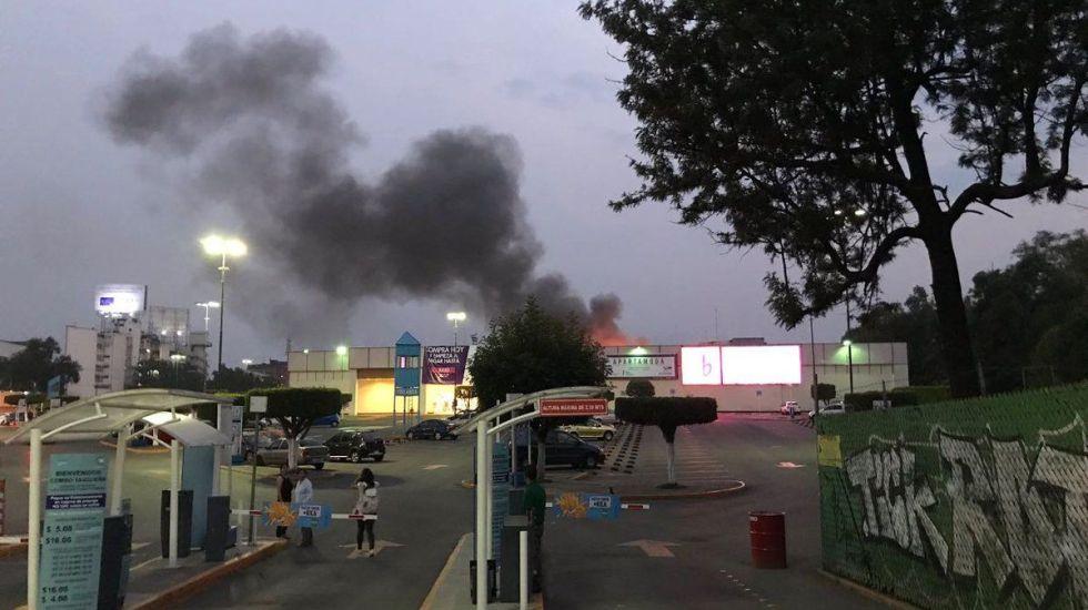 Incendio en Walmart Taxqueña - Foto de Twitter