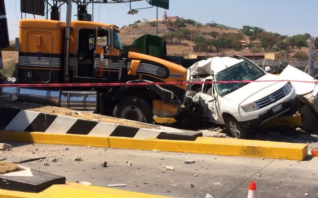 Choque de tráiler deja tres heridos en caseta de Autopista Guadalajara-Tepic - Foto de Milenio