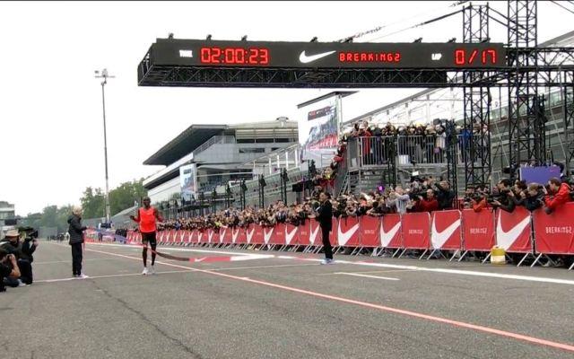 Keniano completa maratón en 2 horas y 26 segundos - Foto de Twitter