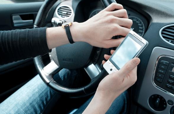 Estudiantes mexicanos crean app para evitar usar el celular al conducir - Foto de Instituto Cloralex