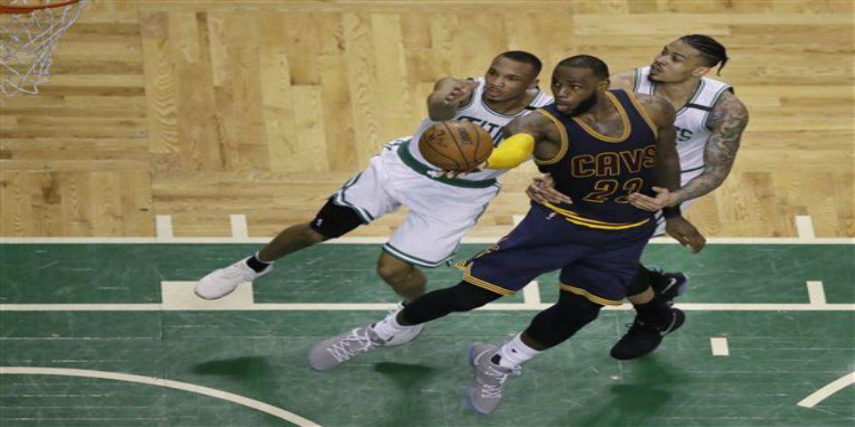 Cavaliers aplastan a los Celtics - Foto de AP