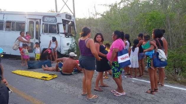 Choque en carretera a Celestún deja dos muertos - Foto de Nayarit en Línea