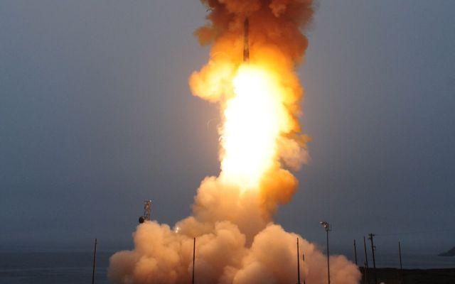 EE.UU. lanza misil intercontinental desde California
