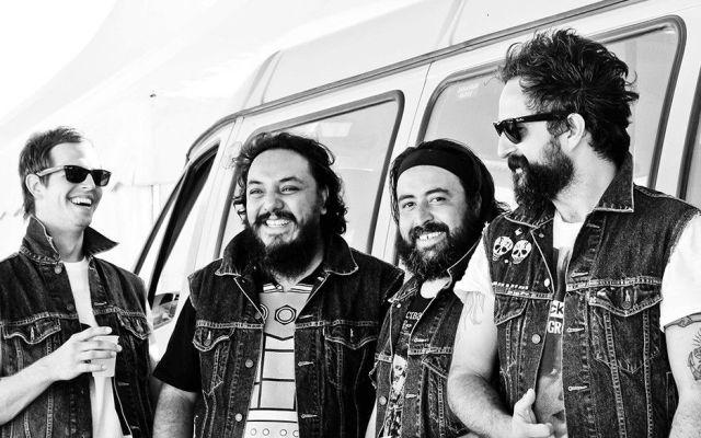 Roban camión con equipo y luminaria de Molotov en Michoacán