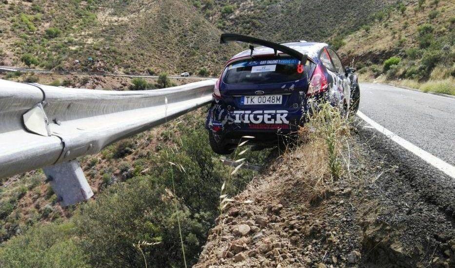 #Video Piloto por poco cae de acantilado durante rally - Foto de FIA ERC