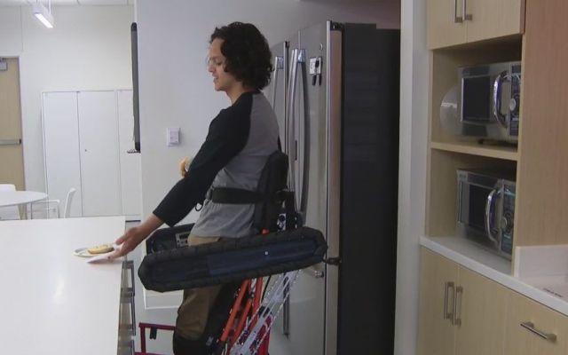 #Video Diseñan silla de ruedas que permite a los usuarios estar de pie