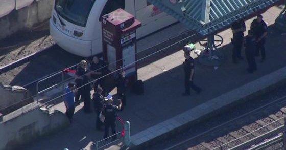 Sujeto apuñala y mata a dos personas en tren de Portland - Foto de BBC