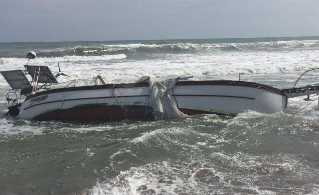 Vuelca velero en Acapulco Diamante