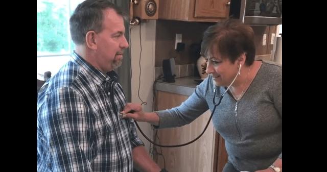 Video: madre escucha los latidos del corazón trasplantado de su hijo