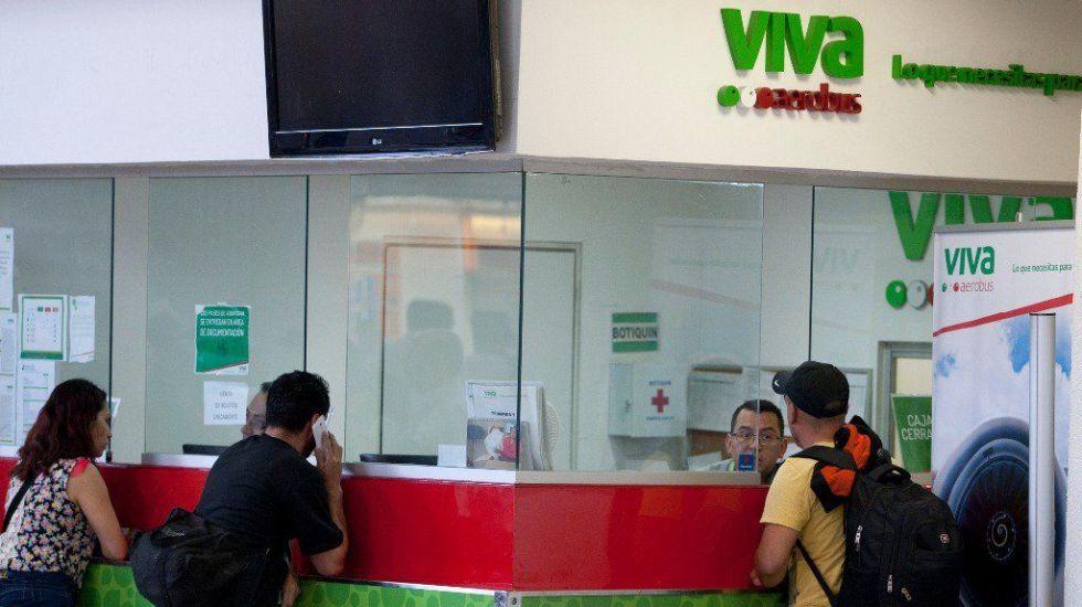 Retrasos de más de cinco horas en vuelos de Viva Aerobus - Foto de Zócalo.