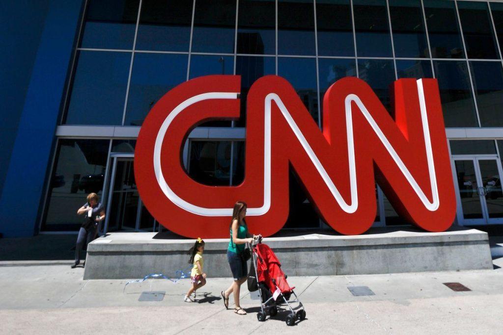 Renuncian tres reporteros de CNN por escándalo en reportaje sobre Trump y Rusia - Foto de AP