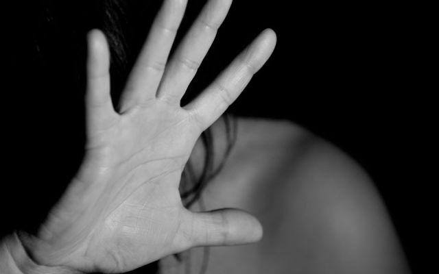 Detienen a profesor que secuestró y violó a alumna