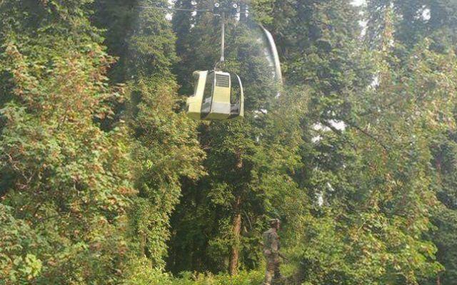 Mueren siete personas al caer teleférico en India