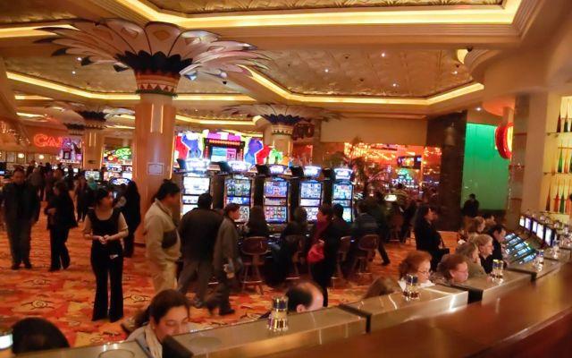 Cliente pierde en casino, mata a dos empleados y se suicida