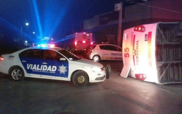 Choque entre tráiler y camión de pasajeros deja 15 lesionados en Coahuila