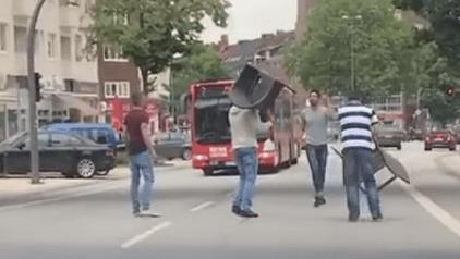 #Video Civiles enfrentan al atacante de Hamburgo en Alemania