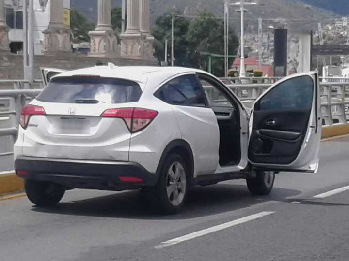 Roban medio mdp a cuentahabientes en Pachuca - Foto de Emmanuel Rincón