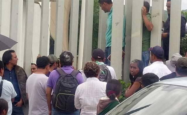 CNTE libera a trabajadores secuestrados en oficinas del IEEPO - Foto de NSS Oaxaca