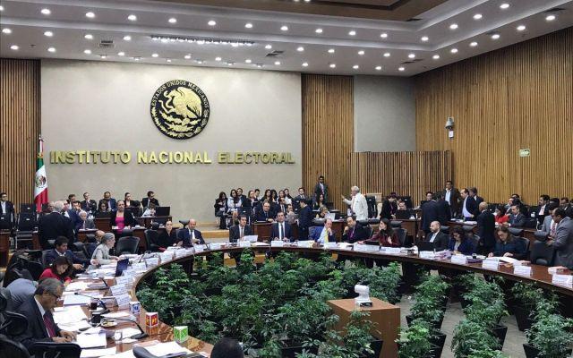 INE multa al PRI por entregar tarjetas en Coahuila - Foto del INE