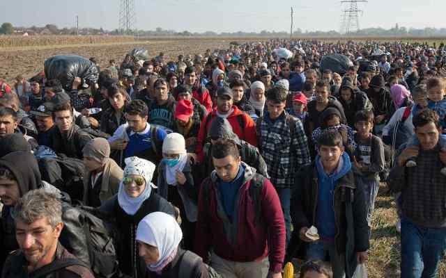 Disminuye 68 por ciento el flujo de migrantes a la UE en 2017 - Foto de AP