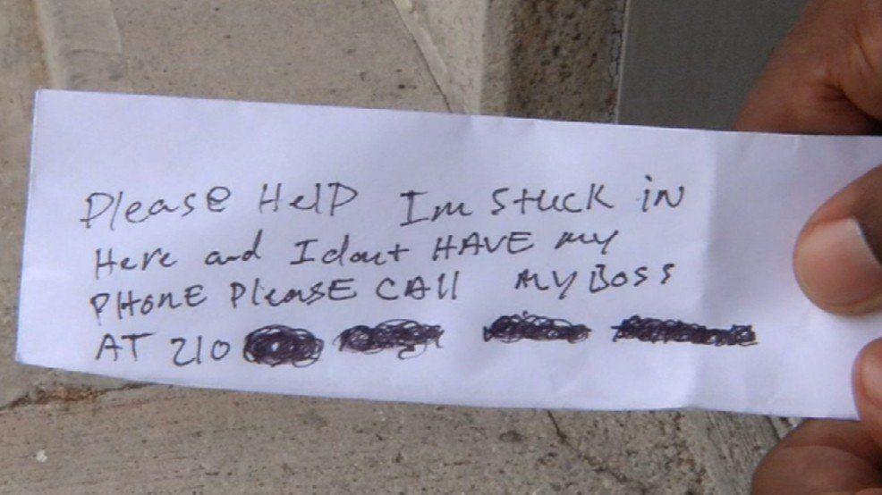 Hombre se queda atrapado dentro de cajero automático