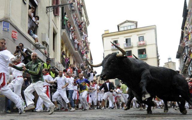 Primer encierro de San Fermín deja tres corneados