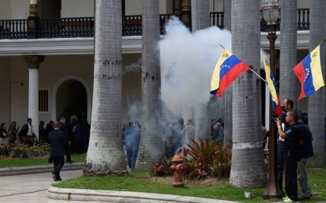 Irrumpen en Palacio Legislativo de Venezuela - Foto de Getty