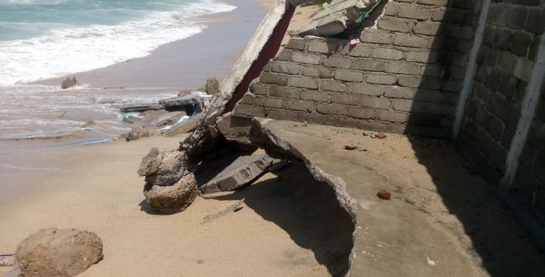 Afectadas ocho viviendas por fenómeno mar de fondo en Acapulco