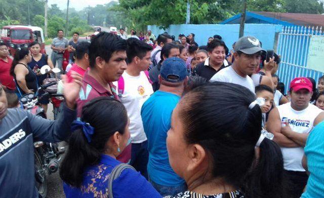 Protestan para retirar a directora que ya había sido cesada en Tabasco
