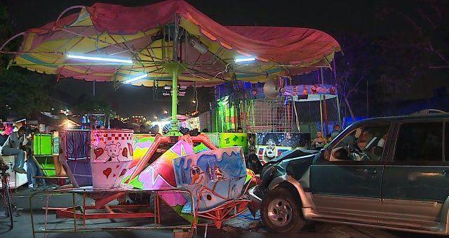 Conductor choca con juego mecánico en Monterrey