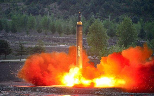 """""""Más vale que Corea del Norte guarde la compostura"""": Trump - Foto de Archivo"""