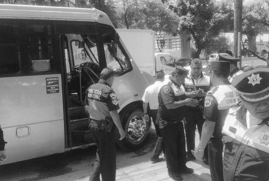 Pasajero mata a dos asaltantes de transporte público en Tlalnepantla