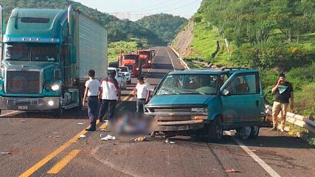 Accidente carretero en Michoacán deja cuatro muertos