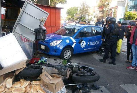 Choque en Avenida Chapultepec deja un policía herido