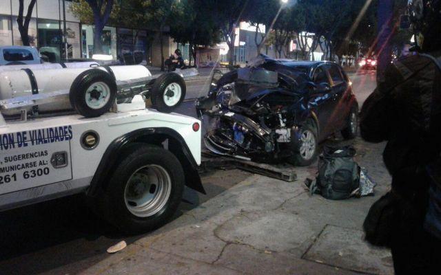 Choque deja una mujer lesionada en Insurgentes Sur - Foto de @ApoyoVial