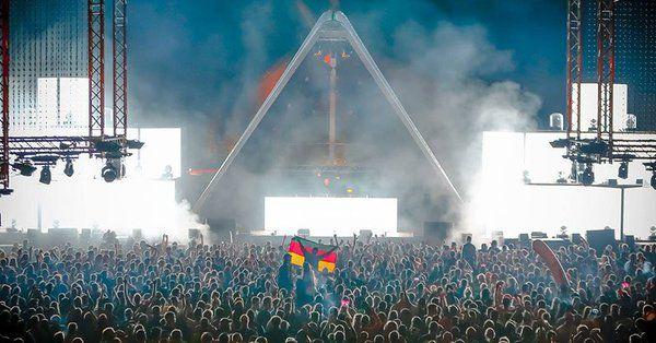 Mujer da a luz durante festival de música electrónica