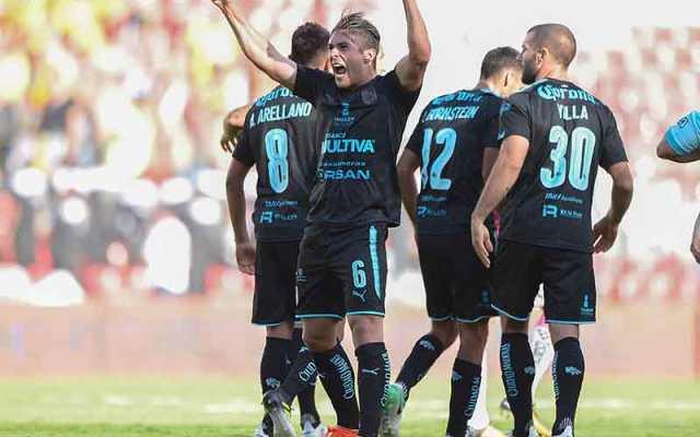 Sanvezzo le da el triunfo a Gallos Blancos sobre Monarcas - Foto de Excélsior