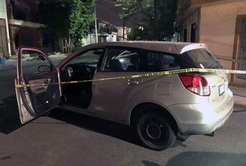 Detienen a dos en Monterrey por asaltar 7-Eleven