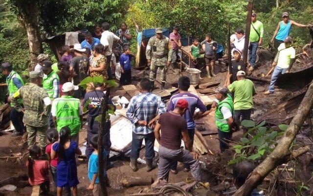 Alud sepulta cinco viviendas en Chiapas - Foto de @andresreportero