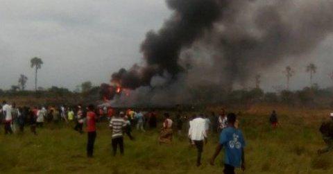 Avión militar se estrella en la República Democrática del Congo - Foto de Twitter