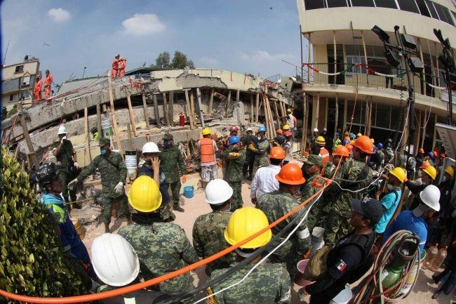 Ingeniero que certificó al Colegio Rébsamen evalúa escuelas tras sismo - Foto de Notimex / Archivo