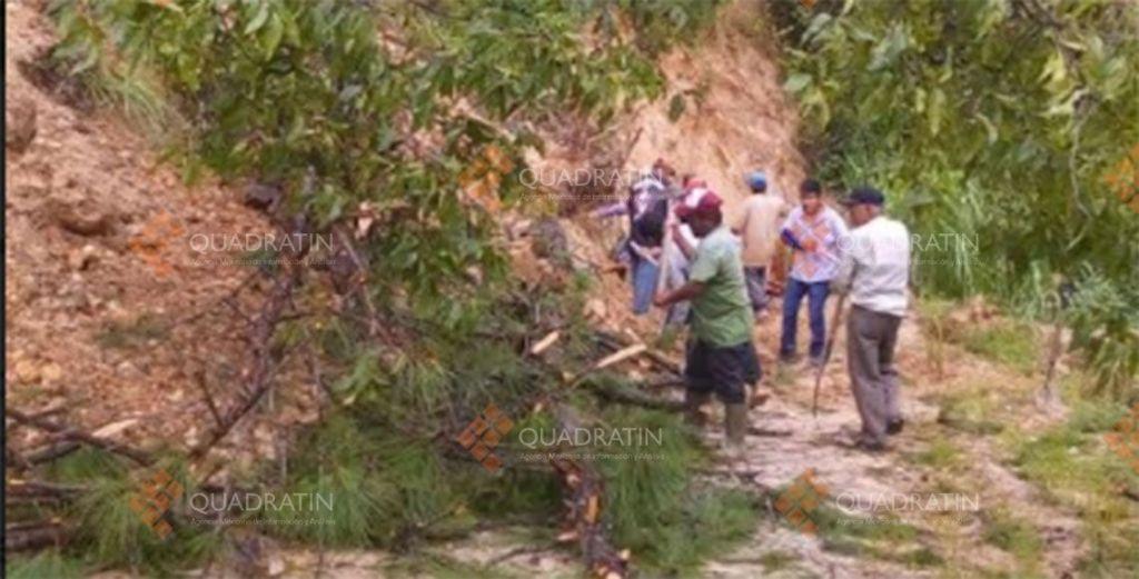 Comunidades incomunicadas por derrumbes en Oaxaca - Foto de Quadratín